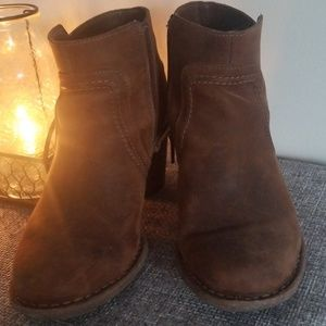 """*Clarks Dark Tan Leather 2.5"""" Ankle Boots"""